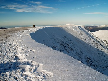 Helvellyn-summit-366x274